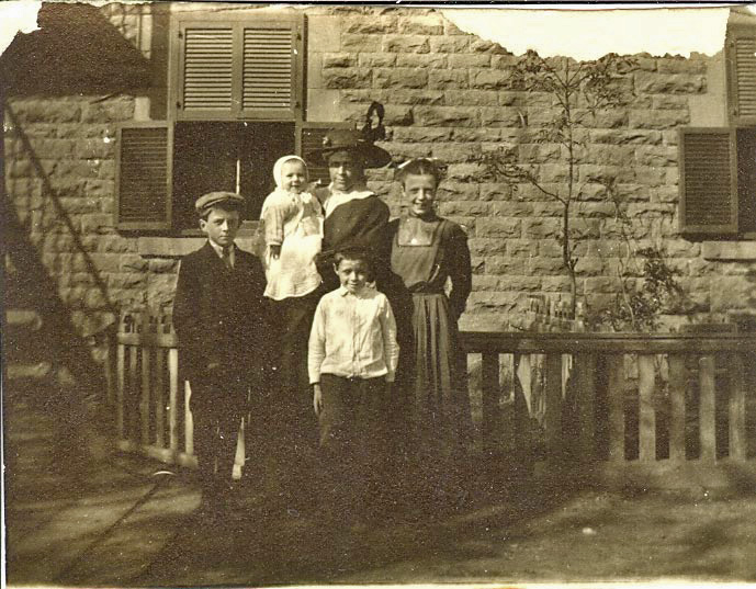 The Jordan family. L-R Peter, Herb with mother Caroline, Beatrice and Samuel in the front. Montreal c.1915.