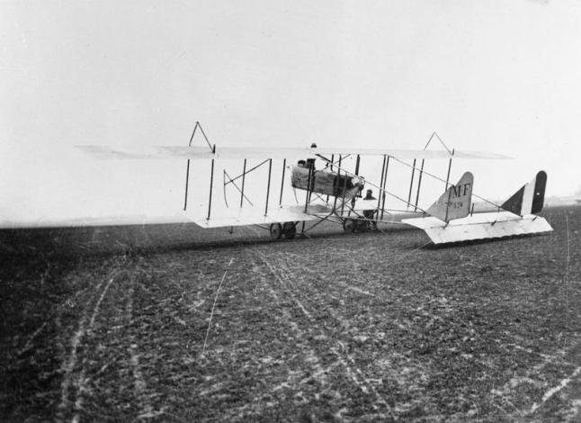 Maurice_Farman_S._7_Longhorn_70_H.p._Renault_Engine._Two_Seater_Reconnaissance_and_Training_Biplane._Aviation_School,_Chartres_Q58351