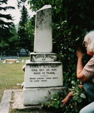 Stewart, Violet stone, King Cemetery